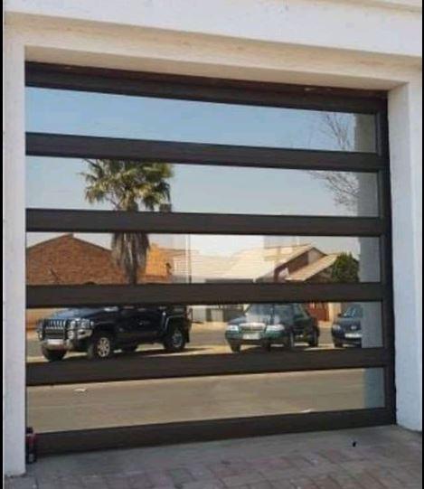 Single Glass Aluminium 5 Panel Door