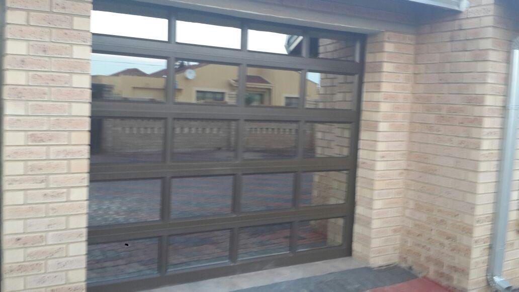 Single Glass Aluminium 20 Panel Door